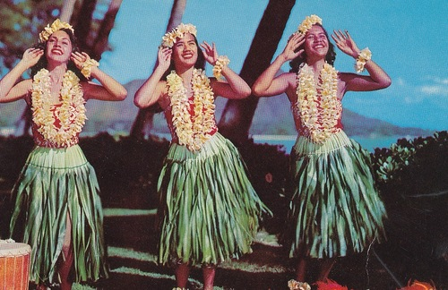 1950s photo of hula dancers in Hawaii