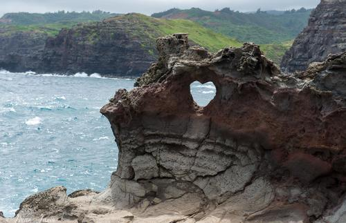 This heart-shaped rock is a fantastic sight to see during a romantic day in Maui.
