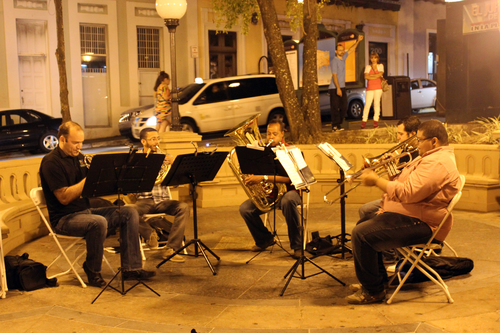 Jazz musicians perform at Plaza de Colón.
