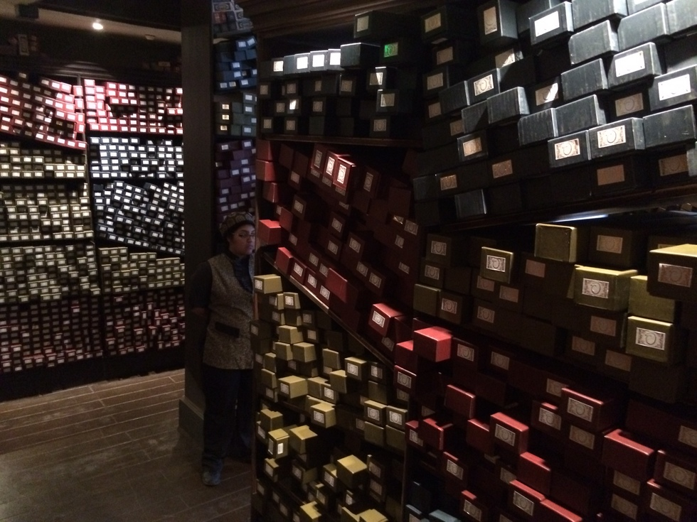 Wizarding World of Harry Potter, Diagon Alley, Ollivanders wand shop