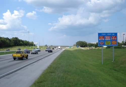 Gas, Food, Lodging, Payola: Why You Can't Trust Those Highway Signs | Frommer's