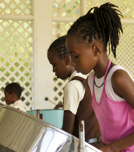 Kids on steel drums, Canouan