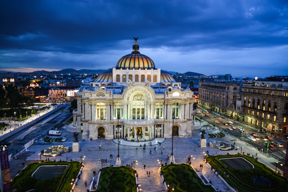 Mexico City's Palacio de Bellas Artas at night