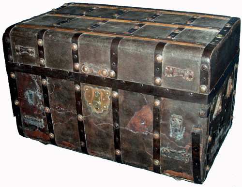 Poe's personal trunk