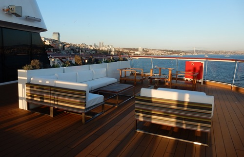 Deck lounge space