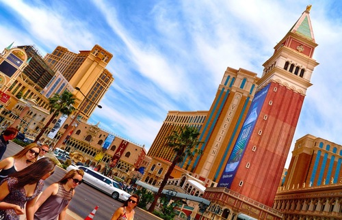 All the Las Vegas Hotels' Resort Fees—So You'll Know the True Price of a Night | Frommer's