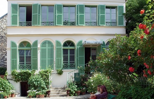Green-shuttered residence housing the Musée de la Vie Romantique, which features a ground-floor exhibit dedicated to writer George Sand