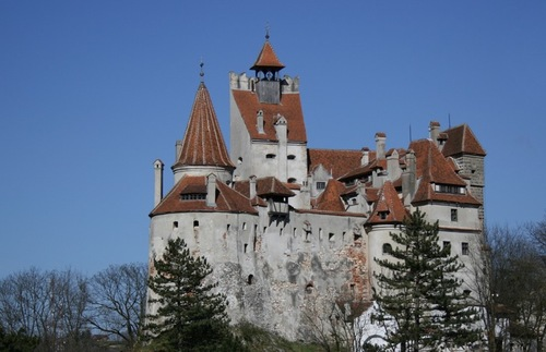 Halloween at Dracula's Castle, Sexual Assault on Flights, and More: Today's Travel Briefing | Frommer's