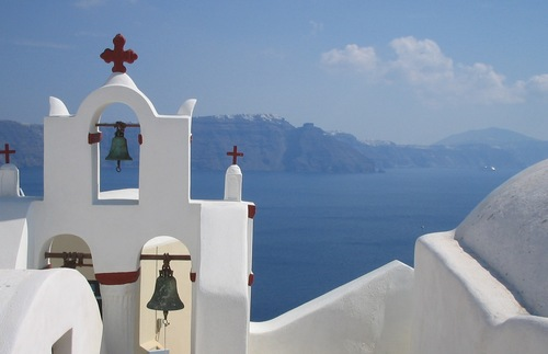 Greece Tourism Numbers Up, Houseguest Pet Peeves, and More: Today's Travel Briefing | Frommer's