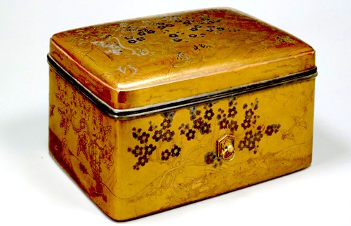 Heian period (12th Century) lacquerware box with inlayed gold leaf