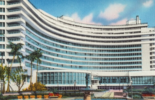 Vintage postcard of the Hotel Fontainebleau in Miami Beach