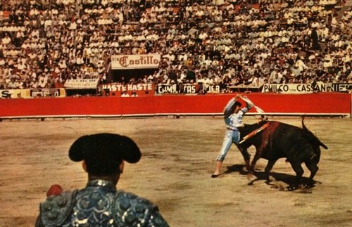 1970s postcard showing a bullfight in Mexico City