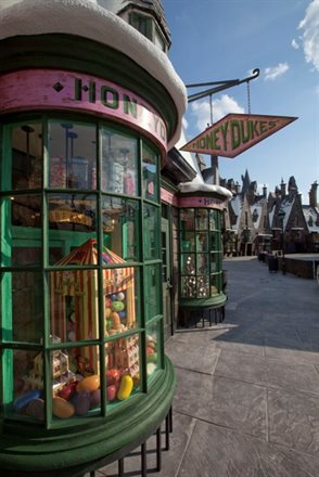 Though Harry Potter Has Garnered All the Raves, The True Hit Attraction of Orlando's Theme Parks is Disney's Soarin' | Frommer's