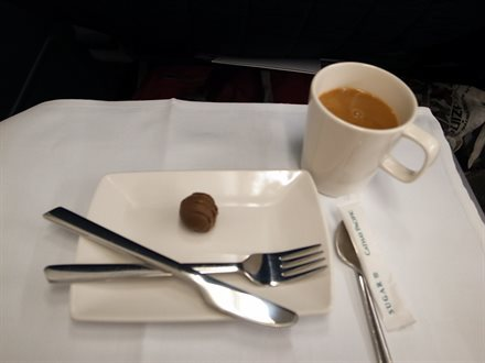 Sky Dining: A New Study Looks At the Most—And Least—Healthy Airline Foods | Frommer's