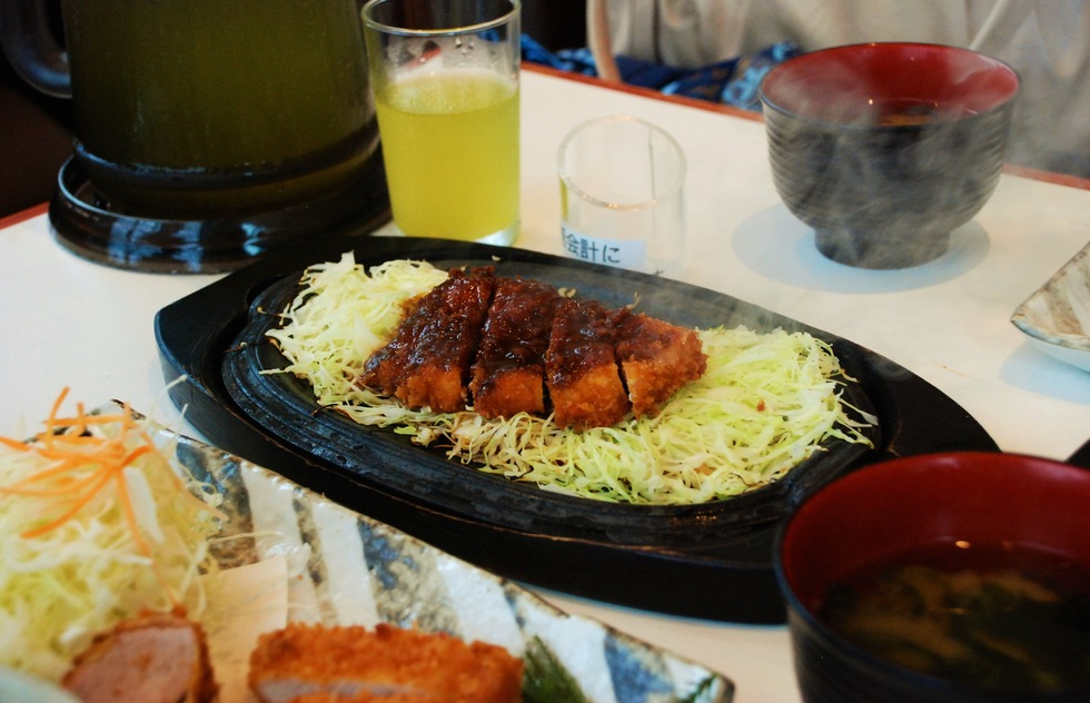 DON'T: Wait for everyone when you eat out in Japan