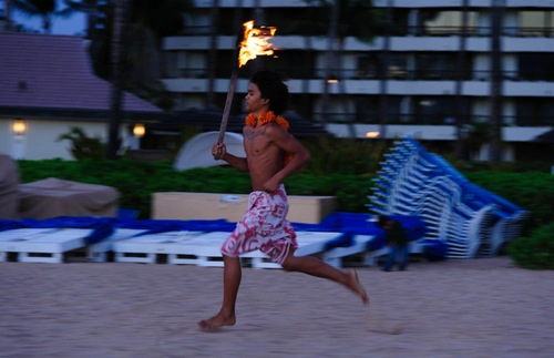Sheraton Maui: Torch lighting ceremony