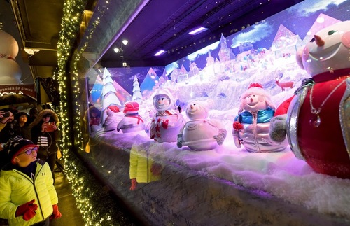 Christmas In New York.Christmas In New York The City S Best Holiday Window Displays