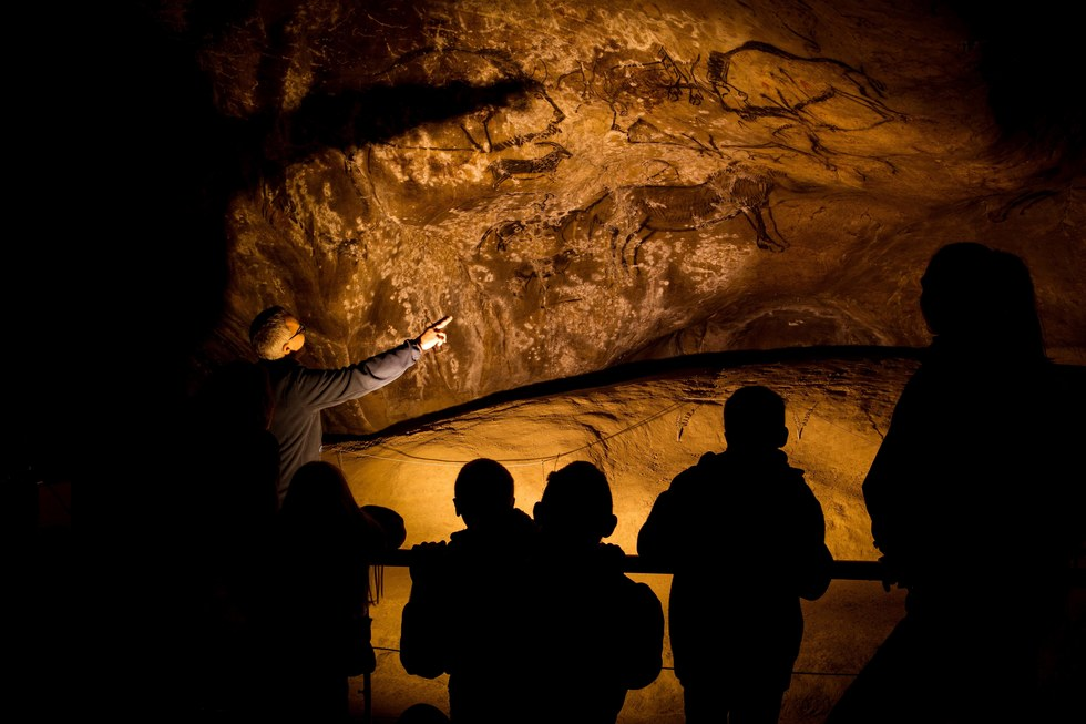 How to See the Drawings of France's Niaux Cave for Yourself | Frommer's