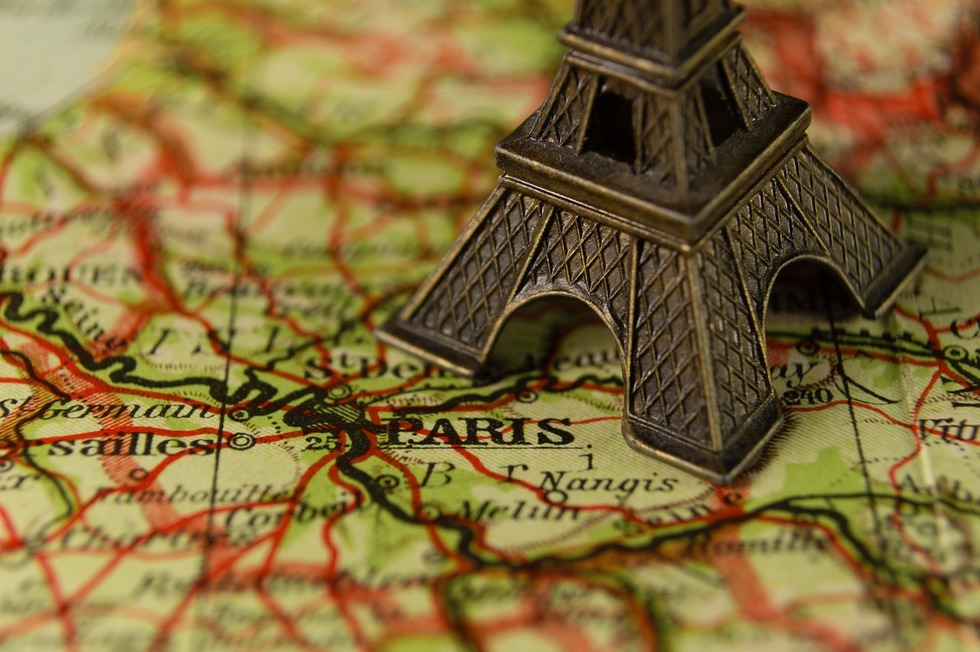 What is the best neighborhood in Paris to stay in?