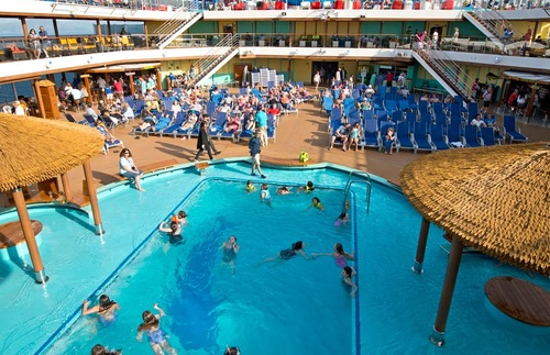 Lido Deck pool on the Carnival Horizon