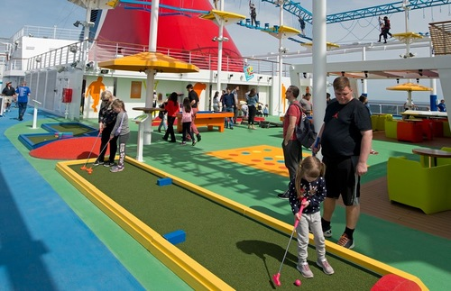 Mini golf on the Carnival Horizon