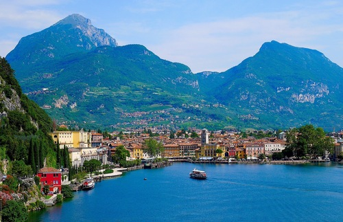 Floating Bike Path Being Built Around Italy's Lake Garda | Frommer's