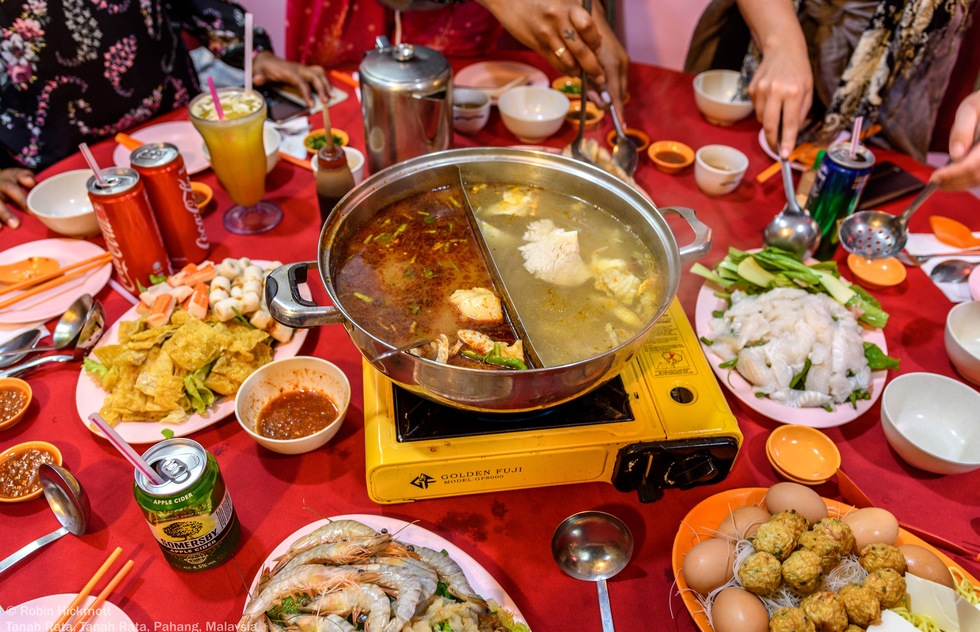 Dine on traditional steamboat dinner