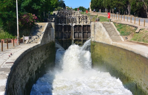 France's Canal du Midi: Oval locks