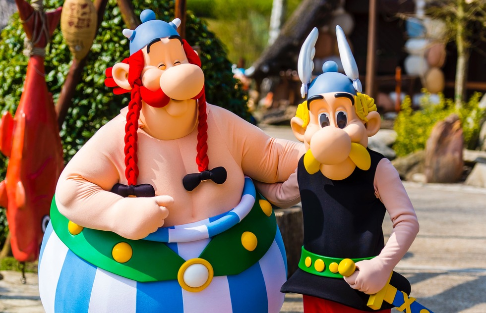 Theme park tips: Meet characters before it gets hot