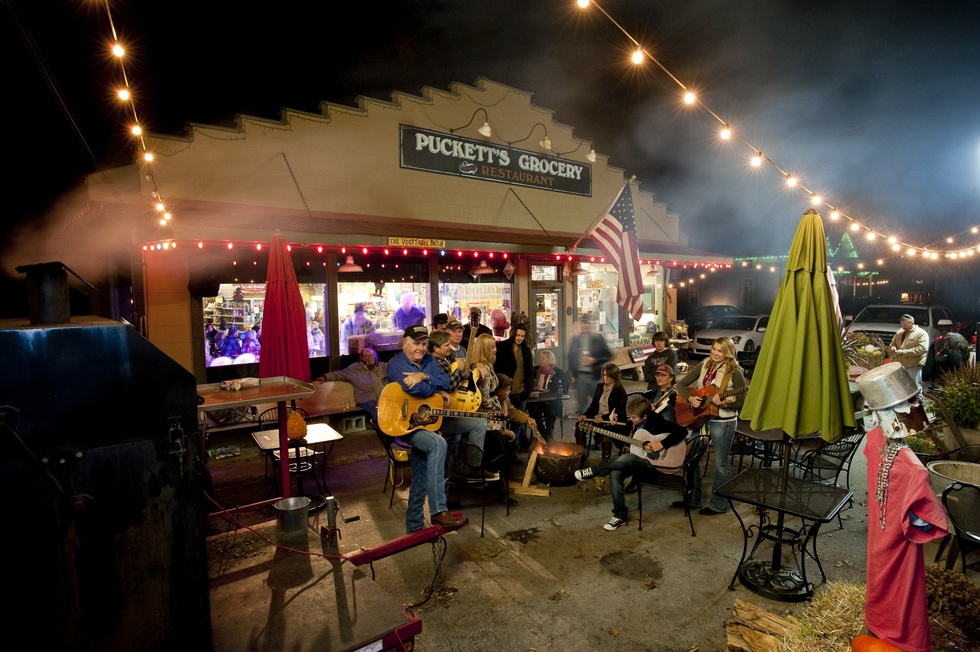 https://www.frommers.com/destinations/nashville/restaurants/pucketts-grocery-and-restaurant