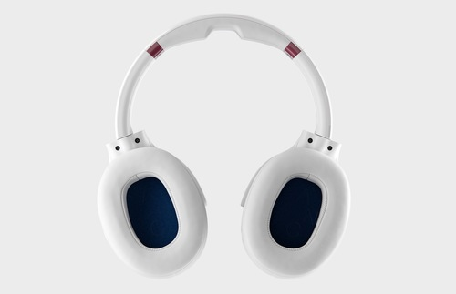 Great Travel Gift Ideas: Skullcandy Venue noise-cancelling headphones