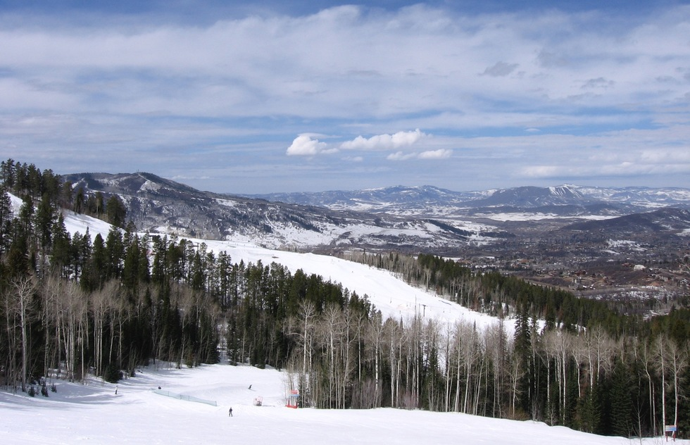 Great Early- and Late-Season U.S. Ski Resorts, the Best Passes, and Smart Savings Tips | Frommer's