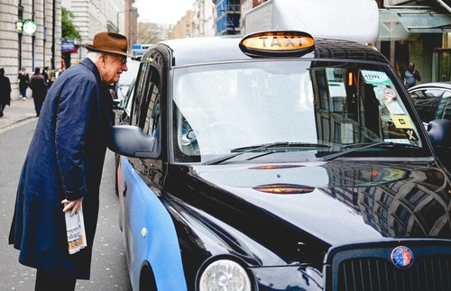 Tipping in the U.K.: A Gratuities Guide for Taxis, Hotels, and Restaurants | Frommer's