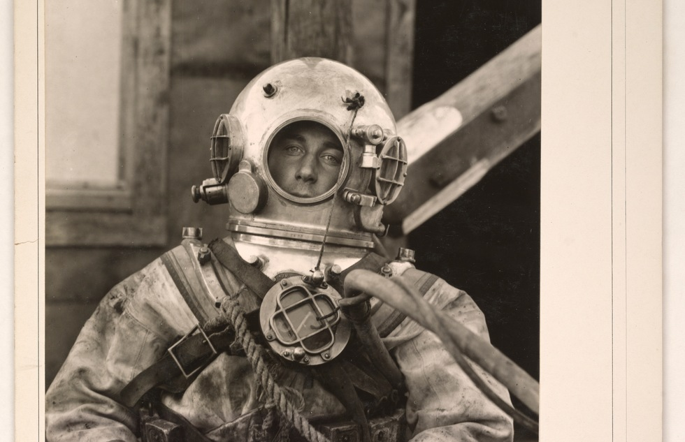 1917 photo of a U.S. military diver