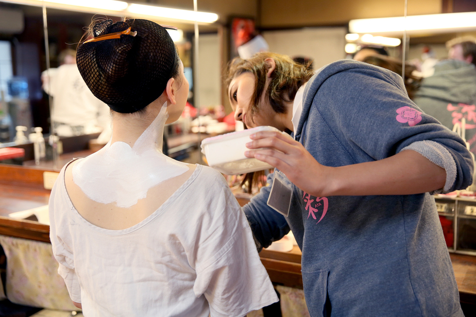 How to Get a Geisha Makeover in Japan: Becoming porcelain-white