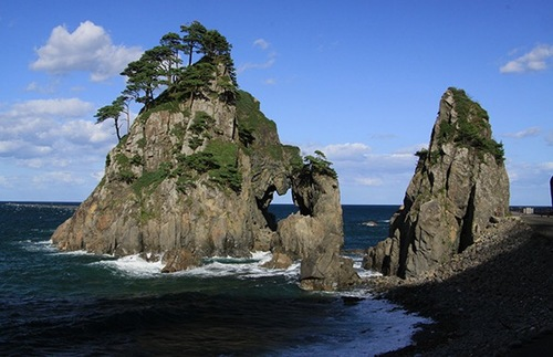 Japan Finishes Building a Grand, 600-Mile Trail of its Coastal Treasures | Frommer's