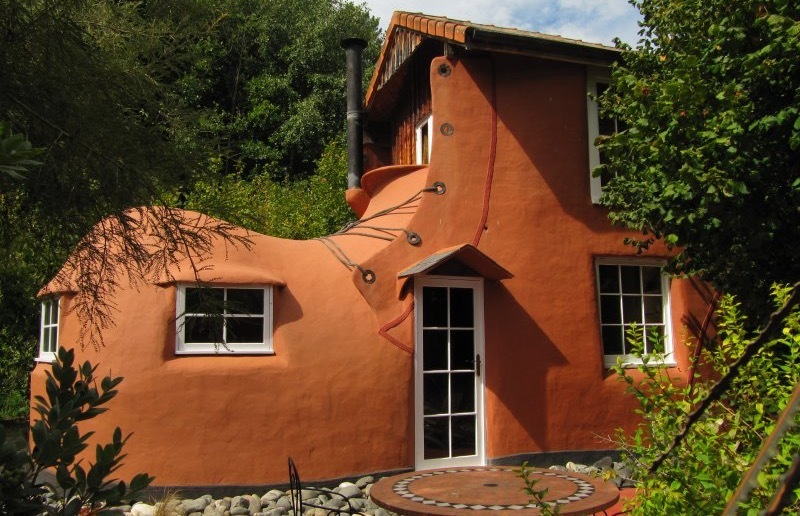 The World's Most Oddly Shaped Hotels: The Boot at Jester House, Tasman, New Zealand