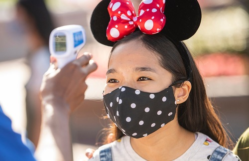 Disney and Hotel Chains Are Enforcing Mask Rules—Why Can't the Government? | Frommer's