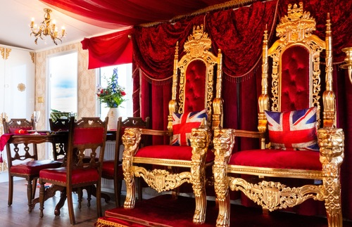 WATCH: U.K. Resort Unveils Royal Trailer Home Fit for a Queen | Frommer's