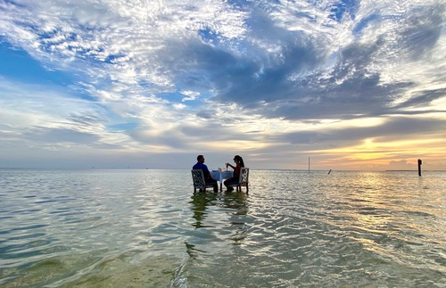 Now You Can Dine on a Sandbar in the Florida Keys During Sunset | Frommer's