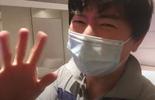 WATCH: YouTuber Livestreams His Two-Week Quarantine from Singapore Hotel | Frommer's
