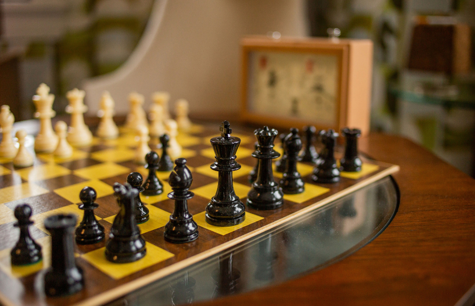 """The Queen's Gambit"": Your Best Moves If You Want to Check Its Kentucky Setting 