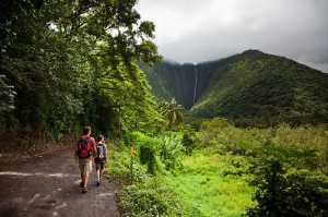 Couple walking through the Waipio Valley. Photo: Tor Johnson / The Hawaii Tourism