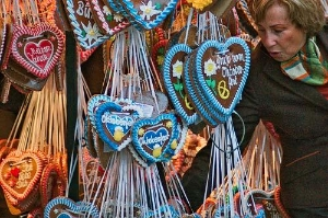 Strings of lebkuchen (gingerbread necklaces) make perfect souvenirs.