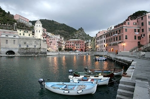 Vernazza and the other Cinque Terre towns can be reached on foot, by train, or by sea.