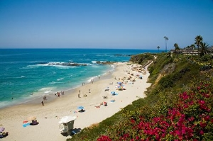 Crowds line the shores along Laguna Beach, California