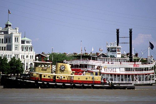"The tugboat ""Louise"" and steamboat ""Natche""z on the Mississippi."