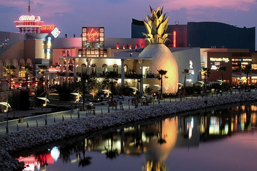 Downtown Disney Marketplace is the place to go for dining, entertainment, nightlife and shopping. It is home to the largest Disney character store in the world.