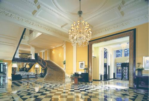 WATCH: Rolling Stones Video Takes Over London's Vacant Claridge's Hotel | Frommer's