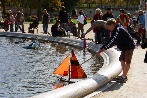 Sailing in the Tuileries